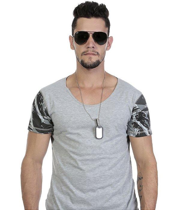 Camiseta Mescla com Mangas Camufladas Gola Corte Especial