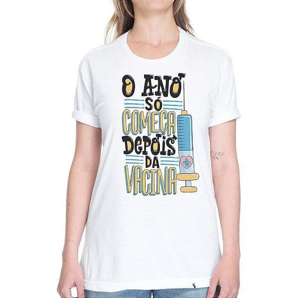 O ano só começa depois da Vacina - Camiseta Basicona Unissex