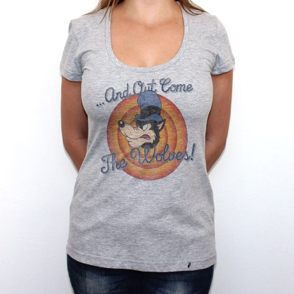 And Out Come The Wolves - Camiseta Clássica Feminina