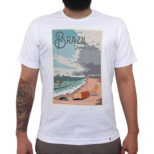 Brazil: Visit and Love Us - Camiseta Clássica Masculina