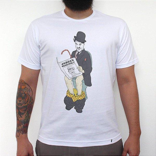 Chaplin in Bathroom - Camiseta Clássica Masculina
