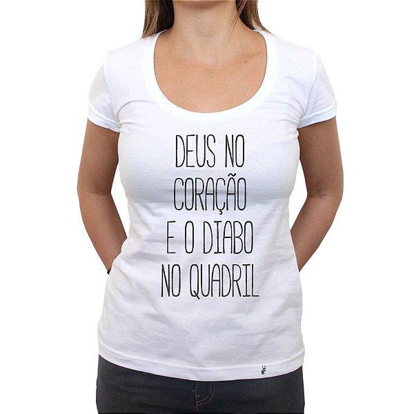 Deus No Coração - Camiseta Clássica Feminina
