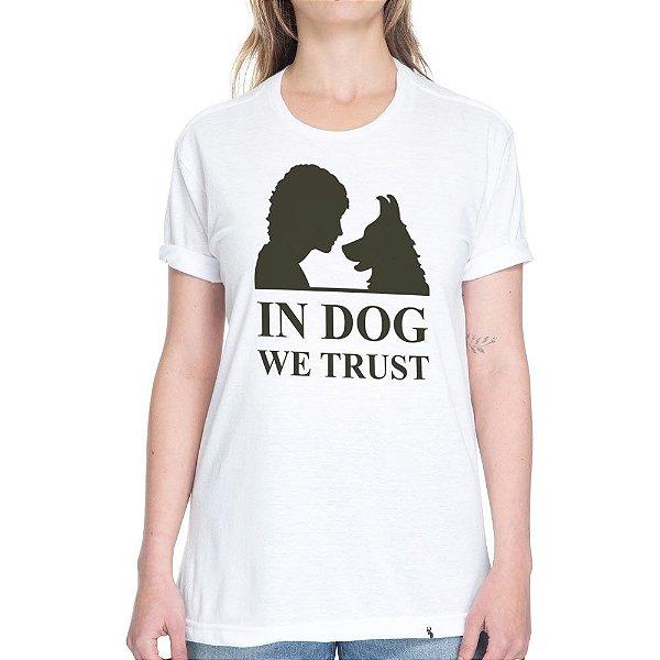 In Dog We Trust - Camiseta Basicona Unissex