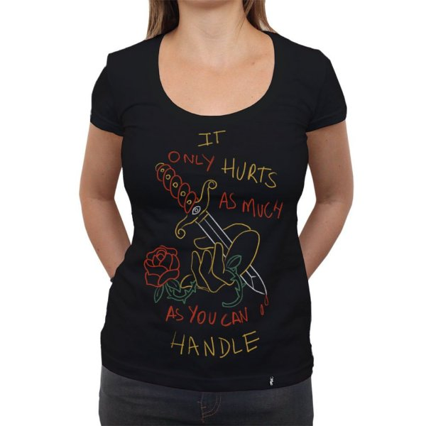 It Only Hurts - Camiseta Clássica Feminina