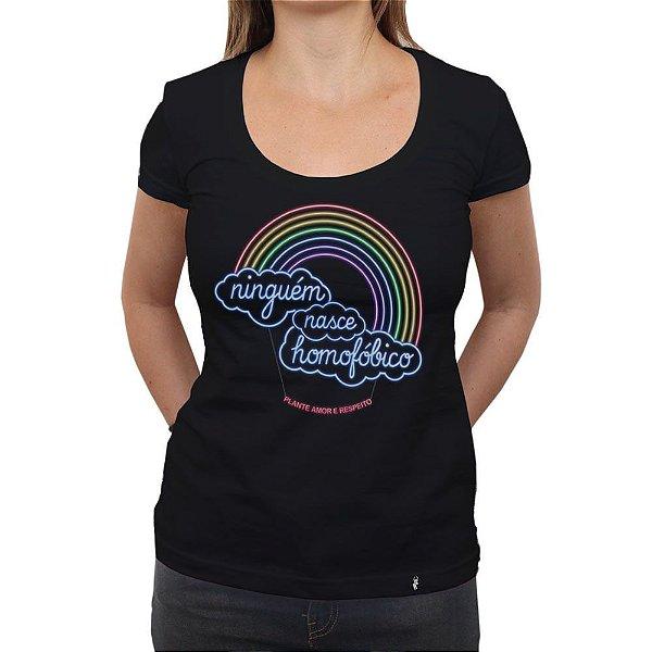 Ninguém Nasce Homofóbico - Camiseta Clássica Feminina