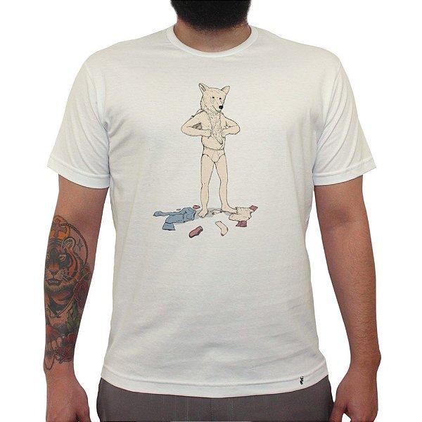 Urso em Pele de Homem - Camiseta Clássica Masculina