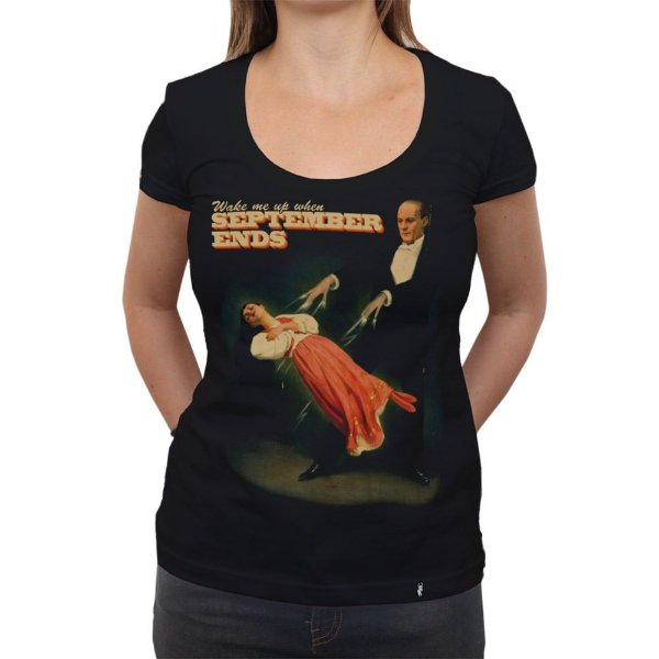 Wake Me Up When December Ends - Camiseta Clássica Feminina