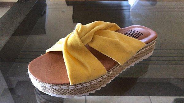 Sandália rasteira tratorada - Amarela