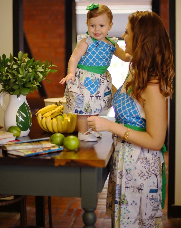 Avental Juliette Tal Mãe Tal Filha Paris Azul Turquesa e Verde Bandeira