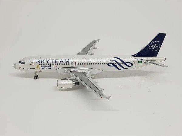 """JC Wings 1:400 Saudia Airbus A320 """"Skyteam"""""""