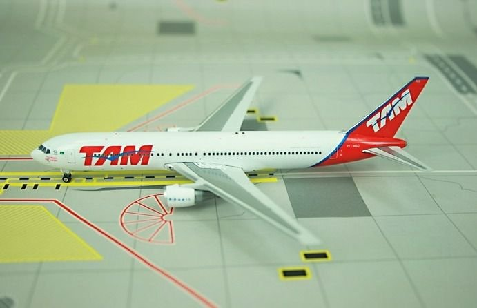 ENCOMENDA - Phoenix 1:400 TAM Boeing 767-300