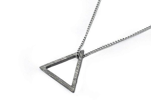Colar Masculino Aço Inox Pingente Prata Oxidada Triângulo - Cod C126