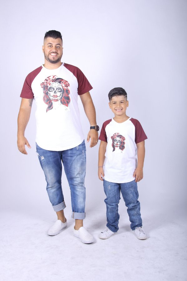 PAI E FILHO > Kit 02 Camisetas Brancas Raglan Long com Mangas Bordô [Coleção Tal Pai Tal Filho]