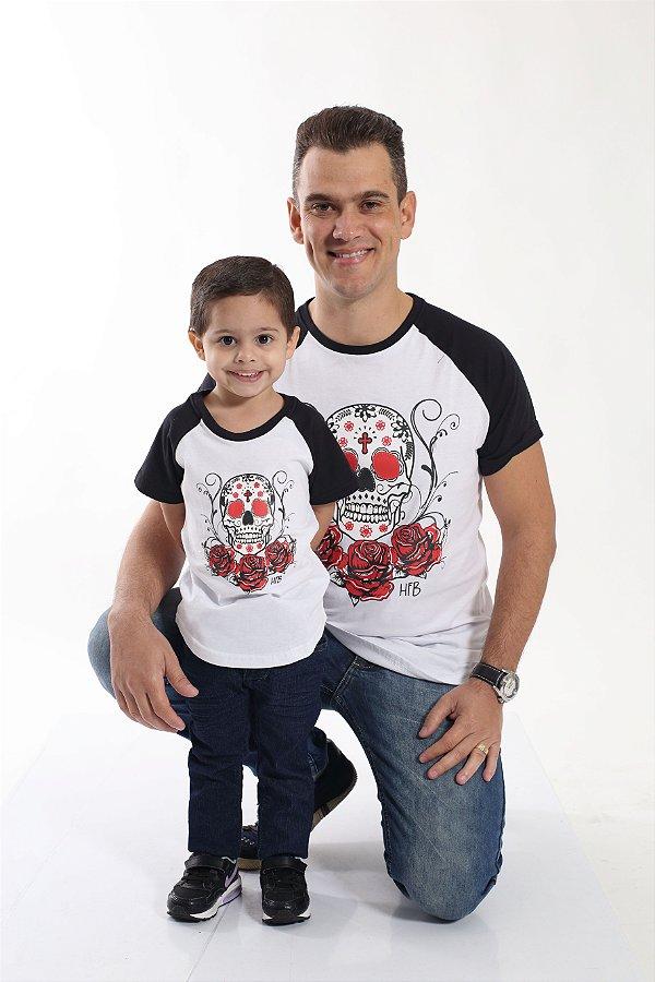 PAI E FILHO > Kit 02 Camisetas Raglan Long Brancas com Mangas Pretas e Estampa de Caveiras [Coleção Tal Pai Tal Filho]