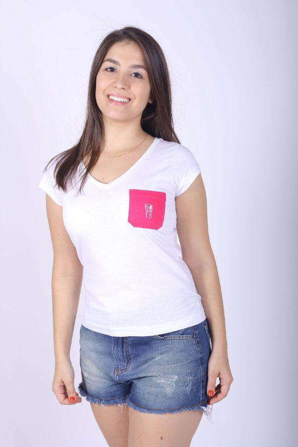 Camiseta Feminina Branca com Bolso Rosa