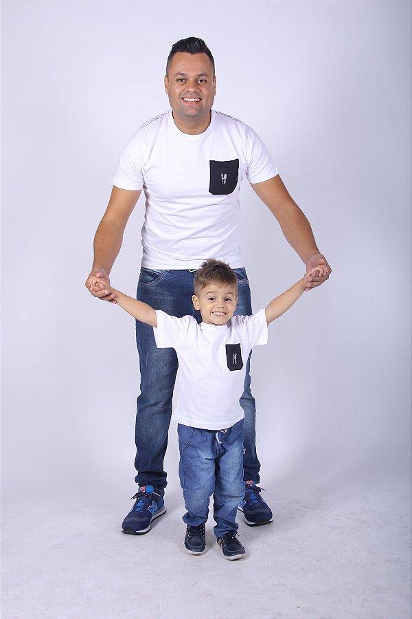 PAI E FILHO > Kit 02 Camisetas Brancas com Bolso Preto [Coleção Tal Pai Tal Filho]