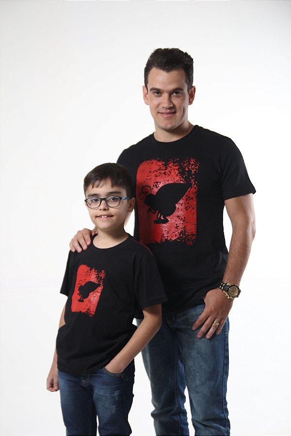 PAI E FILHO > Kit 02 Camisetas Pretas Com Estampa Vermelha [Coleção Tal Pai Tal Filho]