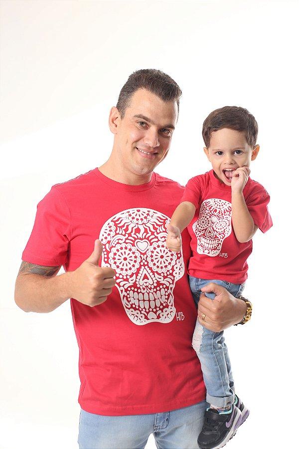 PAI E FILHO - 02 Camisetas Vermelhas Com Caveiras Mexicanas Brancas [Coleção Tal Pai Tal Filho]