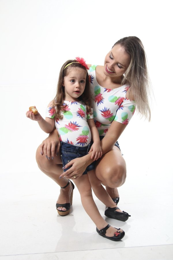 Mãe e Filha > Kit 02 Bodys Femininos Ombro Vazado Abacaxi [Coleção Tal Mãe Tal Filha]