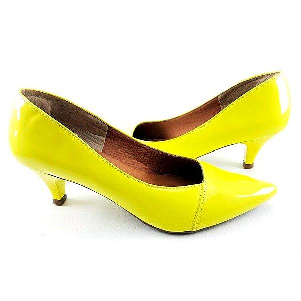 Scarpin em Verniz Amarelo Vintage Salto Fino com 5cm - D23-216