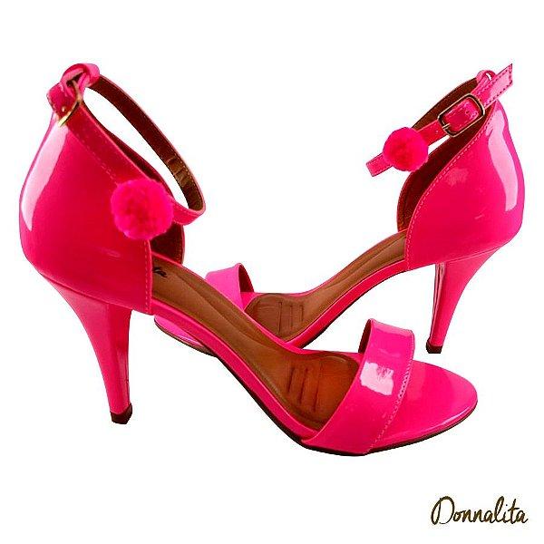 Sandália em Verniz Rosa Neon com Pompom - E43-342