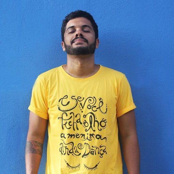Camiseta Menina Dança Amarela
