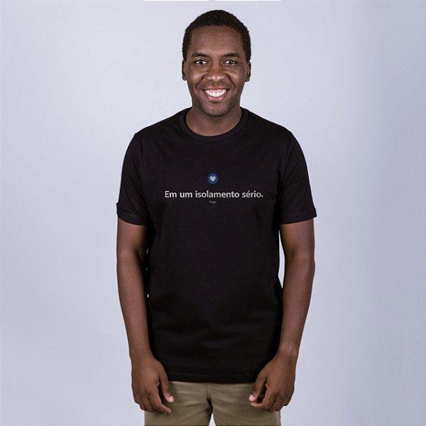 Camiseta Preta Isolamento Sério