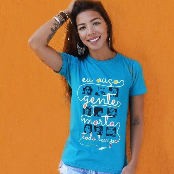 Camiseta Feminina Ouço Gente Morta Azul