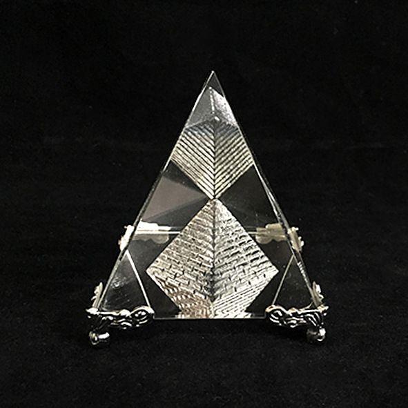 Pirâmide de Vidro Base Prata 7CM