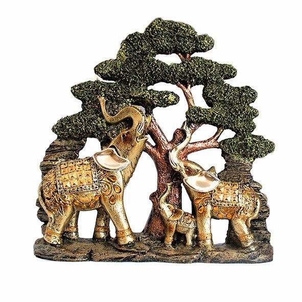 Família de Elefantes na Árvore