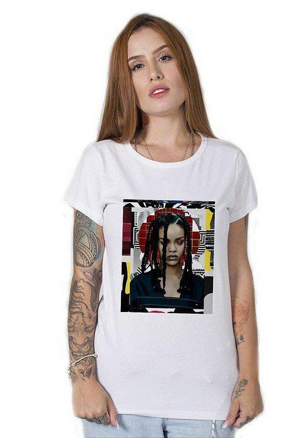 Camiseta Feminina Rihanna Collage Art