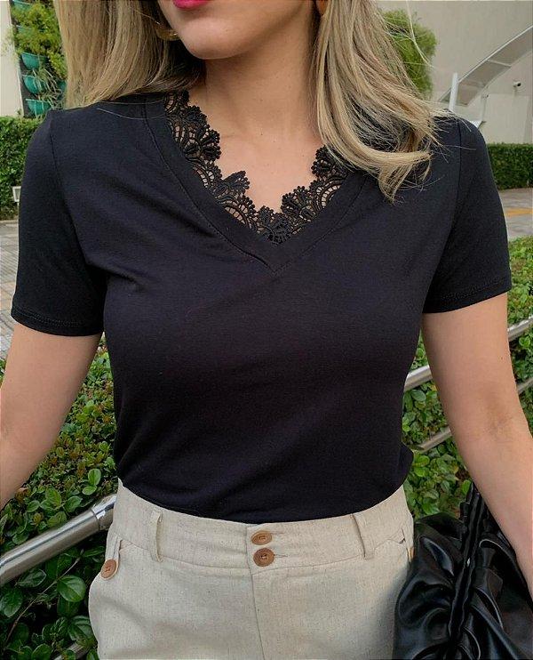 T-shirt com Renda Carla Black