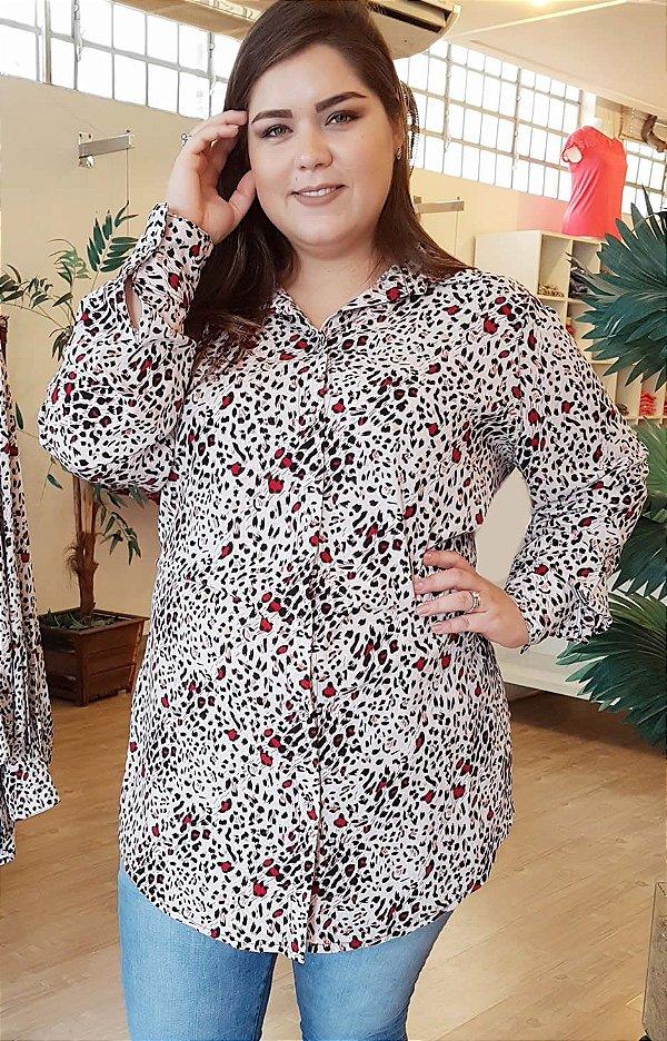 Camisa Alongada Estampa Onça Plus Size