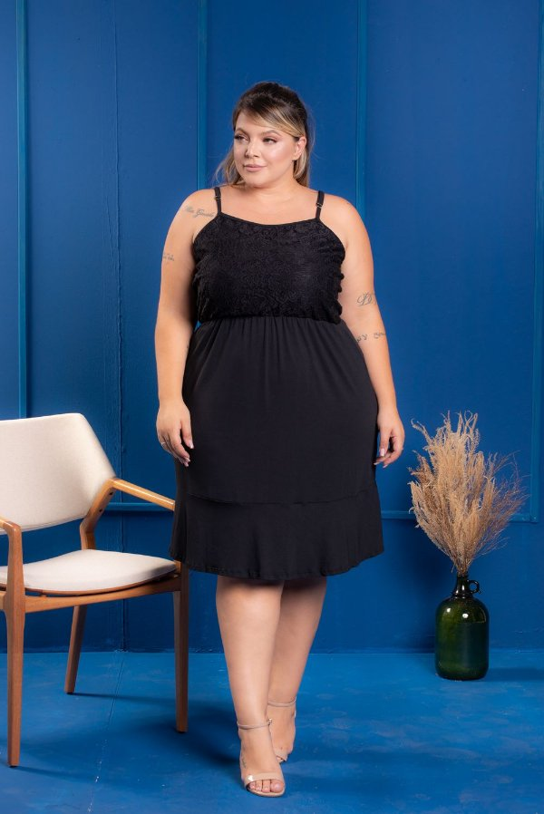 Vestido Black com Renda Plus Size
