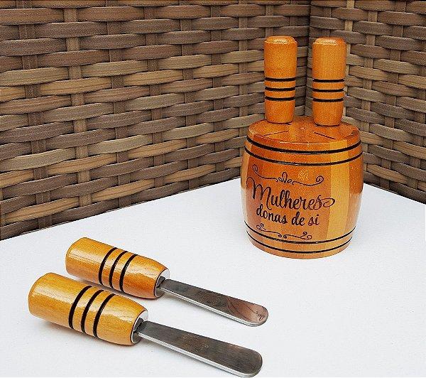 Cepo pequeno de madeira com espetátulas