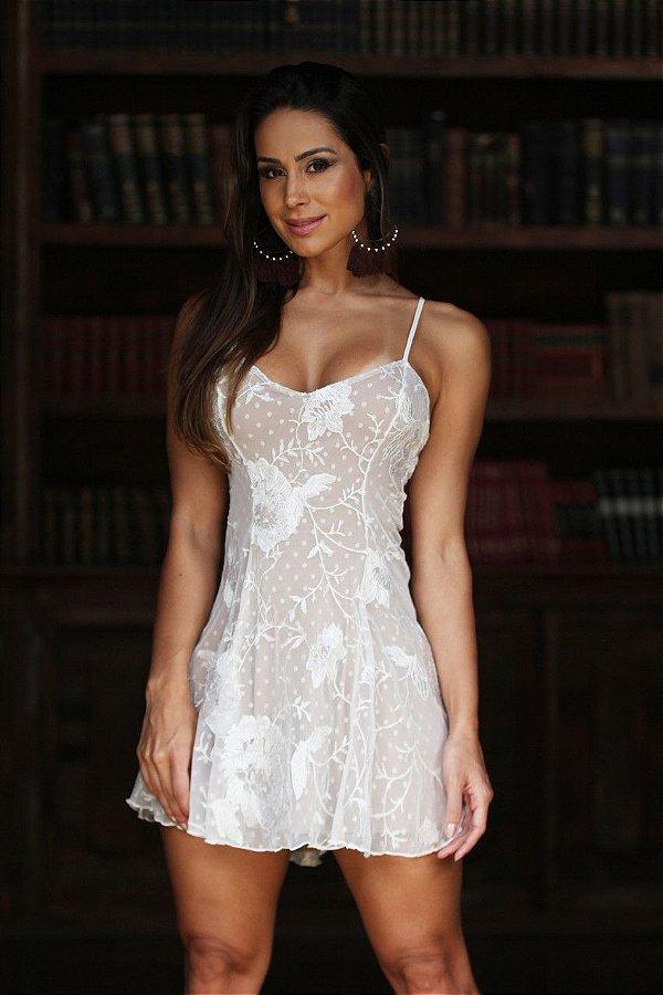 vestido curto de tule bordado