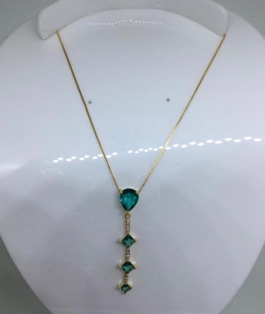 Colar com pingente em cristal swarovski verde