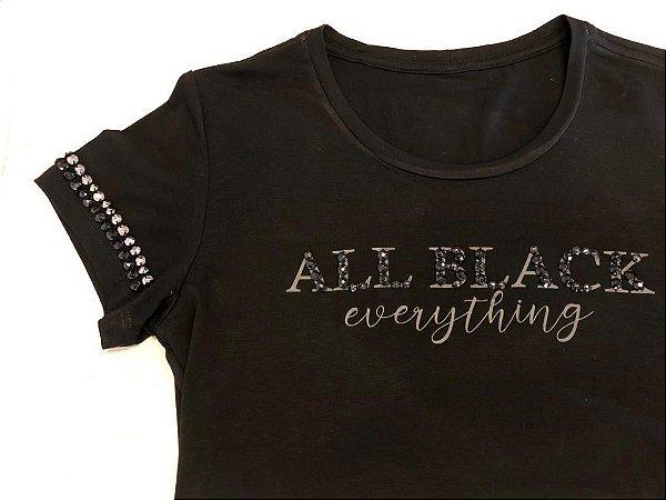 T-shirt preta bordada