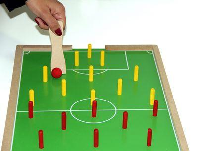 Futebol de pinos em MDF c/ 2 pazinhas - PVC enc.