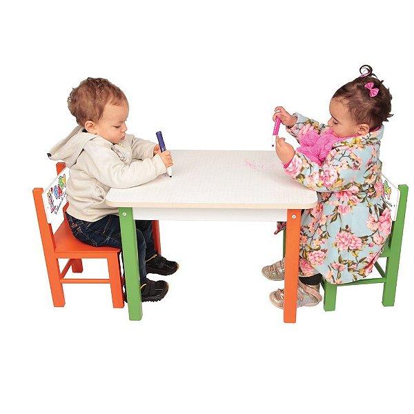 Mesa Com 2 Cadeiras de Madeira - Baby Rabisco de Iniciação