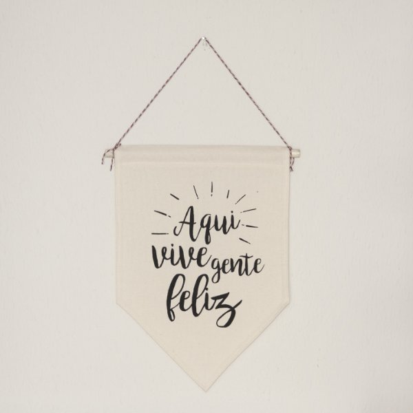 Flâmula Decorativa em Tecido - Aqui Vive Gente Feliz