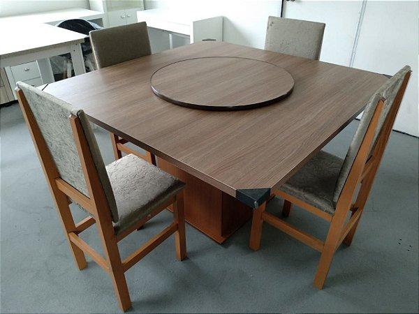 Conjunto Mesa de Jantar com Tampo Giratório e 4 cadeiras - Cor Canela - Tampo Nogal Turin - HB157