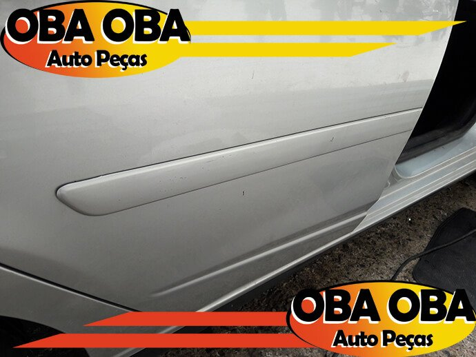 Friso Da Porta Traseira Direita Chevrolet Onix 1.4 Aut Ctz 2016/2016