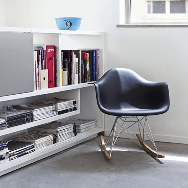 Cadeira Balanço Design Amaze com Braço Polipropileno Pés Madeira Cadeira Brasil