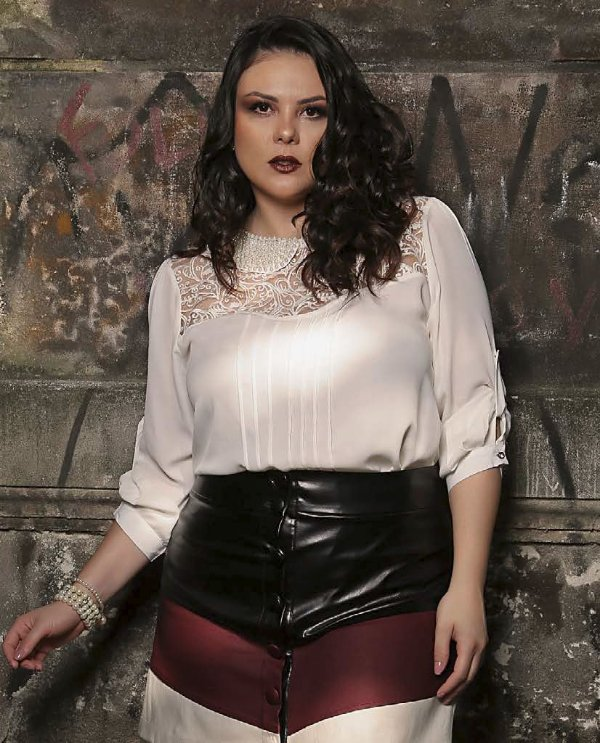 BLUSA PLUS SIZE RENDA
