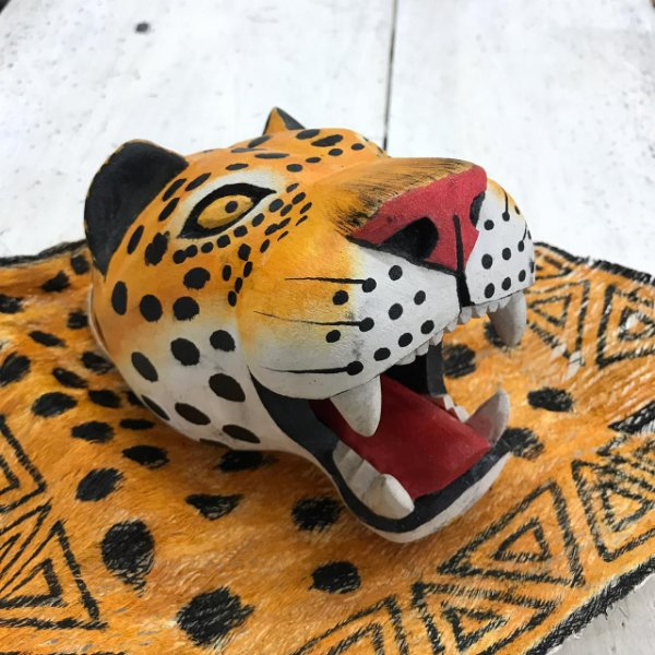 Máscara balseira onça com tururi-tikuna