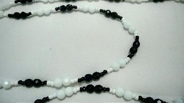 Guia Preto & Branco - 50 Miçangas Cristal + 100 miçangas