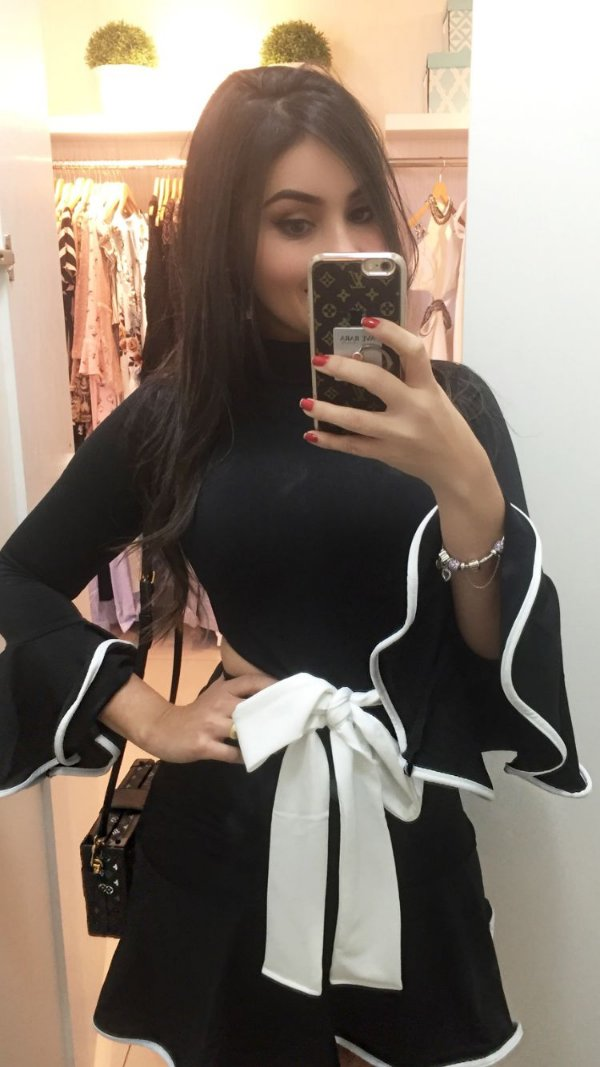 Vestido peplum preto com laço branco