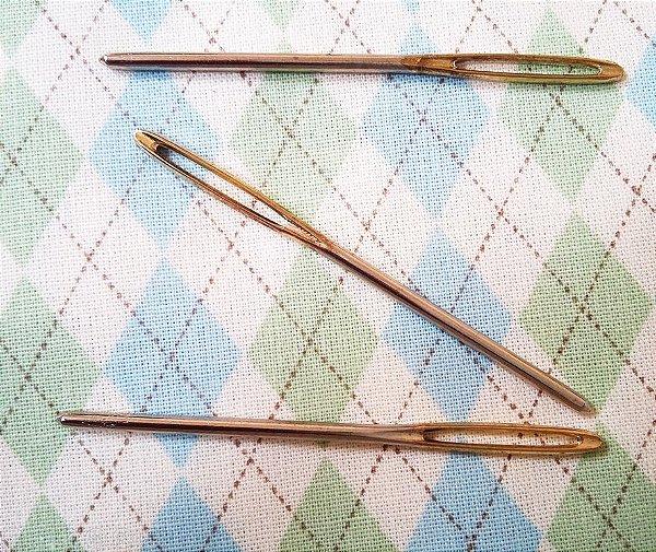 Passa Fita Aberto (Haste de 0,2 x 5,8 cm de Comprimento) - Haste Cromada c/ Ponta Dourada