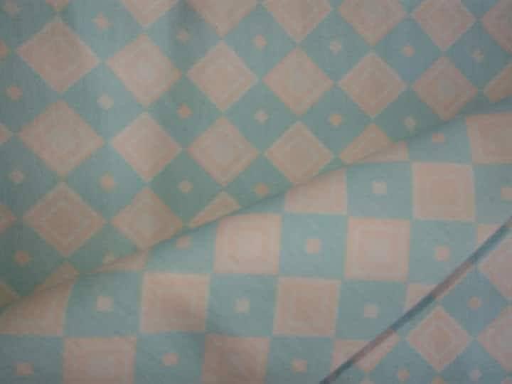 Tecido Tricoline Estampa Losangos Bege e Azul claro (Fundo Gelo) - 50 cm x 150 cm